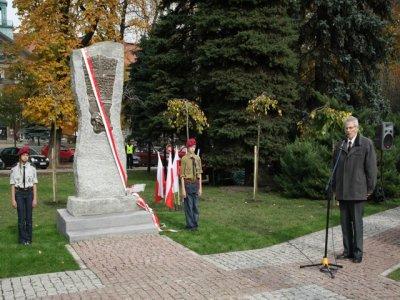 pomnik2.JPG